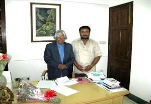 Photo-1-Shri_Anand_Kumar_meeting_with_Hon_ble_President