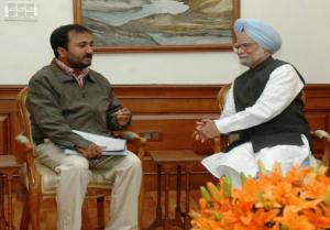 Photo-1-Shri_Anand_Kumar_meeting_with_Hon_ble_Prime_Minister4-741x517