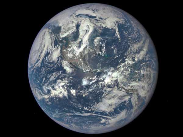 24-1437720168-gorgeous-nasa-photo-captures-earth-from-1-million-miles-away1-600