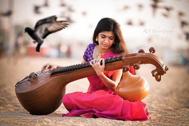 lady with veena